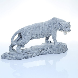 Тигр большой на скале
