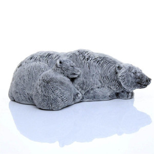 Медведица с медвежонком лежит