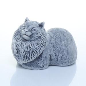 Кошка лежащая