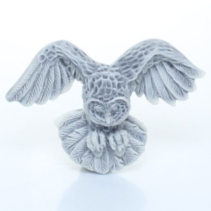 Сова полярная с расправленными крыльями (барельеф) / магнит