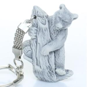 Медведь на дереве (барельеф) / брелок