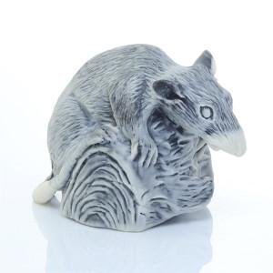 Крыса на бревне